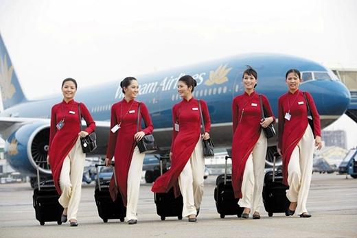 Mẫu đồng phục chính thức gần nhất có màu đỏ huyết dụ, phối hợp với màu vàng của logo hoa sen ra mắt năm 2002, được đa số khách hàng trong nước và quốc tế yêu thích.