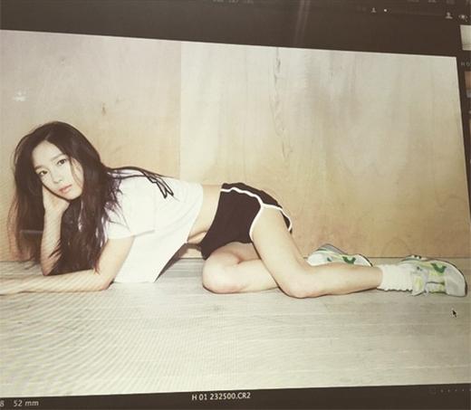 Taeyeon khoe hình chụp tạp chí High Cut cực năng động nhưng không kém phần gợi cảm