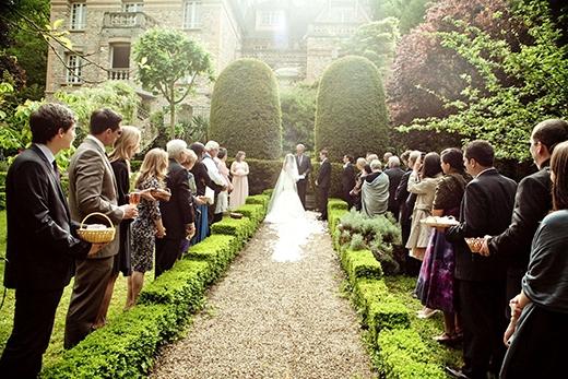 Và cô cũng so sánh với đám cưới bên nước ngoài.