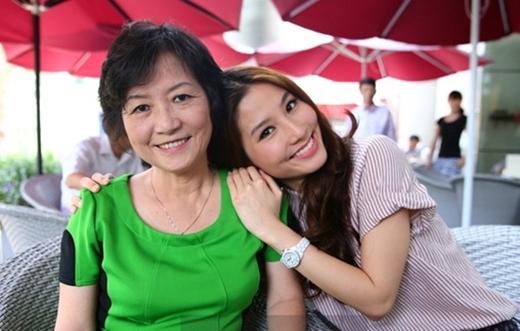 """Điểm danh những người đẹp Việt """"dính chặt"""" mẹ """"như hình với bóng"""" - Tin sao Viet - Tin tuc sao Viet - Scandal sao Viet - Tin tuc cua Sao - Tin cua Sao"""