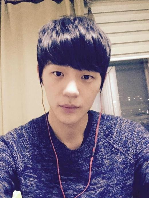 Shin Jae Ha vào vai Jiyong: Shin Jae Ha sinh năm 1993 và là một nghệ sĩ trẻ đa tài. Anh được biết tới với vai trò diễn viên, ca sĩ, vũ công ballet. Trước Tuổi thanh xuân, Jae Ha từng góp mặt trong các phim Secret love, Pinocchio. - Tin sao Viet - Tin tuc sao Viet - Scandal sao Viet - Tin tuc cua Sao - Tin cua Sao