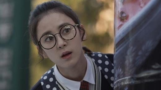 Roh Haeng Ha vai Junhee: Từng tham gia một số bộ phim điện ảnh và các chương trình truyền hình song Tuổi thanh xuân là phim truyền hình đầu tay của nữ diễn viên trẻ Roh Haeng Ha. Sở hữu chiều cao 1,68 m và cân nặng 46 kg, ngoài vai trò diễn viên, Haeng Ha còn là một người mẫu. - Tin sao Viet - Tin tuc sao Viet - Scandal sao Viet - Tin tuc cua Sao - Tin cua Sao