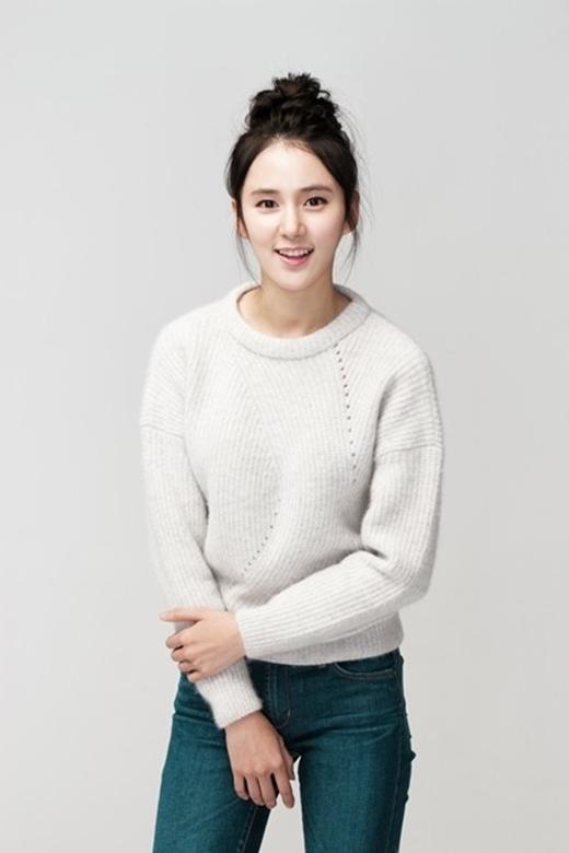 Vào vai em gái của Junsu do Kang Tae Oh thể hiện song ngoài đời, Roh Haeng Ha lớn hơn nam diễn viên này 4 tuổi - sinh năm 1990. Dẫu vậy, cô được khán giả nhận xét sở hữu nhiều nét nhỏ nhắn, xinh xắn và trẻ hơn tuổi thật. - Tin sao Viet - Tin tuc sao Viet - Scandal sao Viet - Tin tuc cua Sao - Tin cua Sao