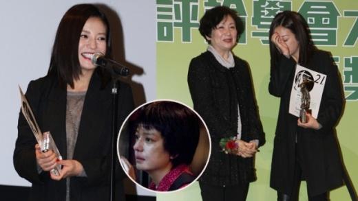 Phụ nữ nông thôn Triệu Vy khóc nức nở khi nhận giải