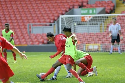 Cúp Standard Chartered 2015: Tập luyện, ăn tối cùng Liverpool