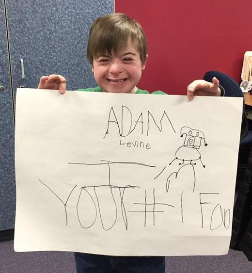 Chris là fan số 1 của Adam