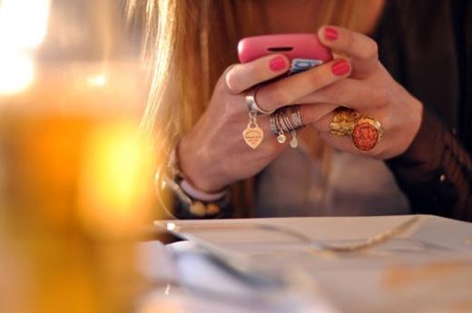 Những điều điện thoại có thể gây hại đến làn da của bạn