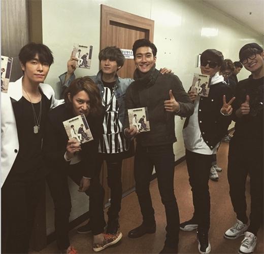 Super Junior đến ủng hộ sân khấu đầu tiên của Eunhyuk và Donghae