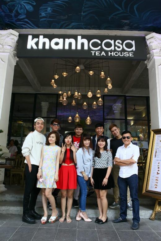 Thí sinh chụp hình kỷ niệm cùng NAG Trịnh Quốc Huy và Stylist Kanta Nguyễn