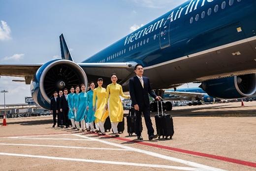 Một đội bay thử nghiệm đồng phục mới chụp hình trước chuyến bay ngày 5/3/2015. Đồng phục chính thức của các tiếp viên Vietnam Airlines do NTK Minh Hạnh thiết kế nhận được sự khen ngợi từ các du khách trong và ngoài nước khi tiếp cận thực tế. (Ảnh: Thanh Tùng)