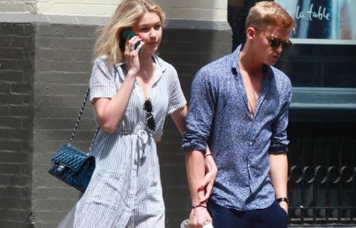 Gigi Hadid và bạn trai Cody Simpson tay trong tay tại New York