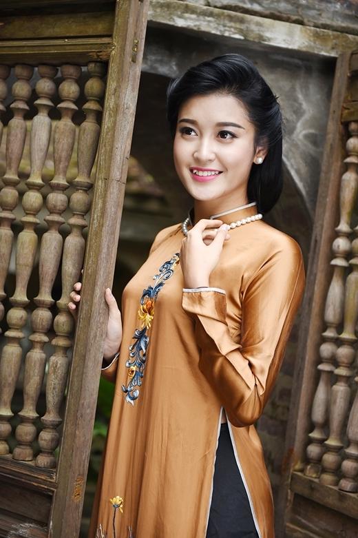 Có lẽ vì rất yêu thích tà áo dài nên Huyền My đã thực hiện khá nhiều bộ ảnh với trang phục truyền thống của dân tộc. - Tin sao Viet - Tin tuc sao Viet - Scandal sao Viet - Tin tuc cua Sao - Tin cua Sao