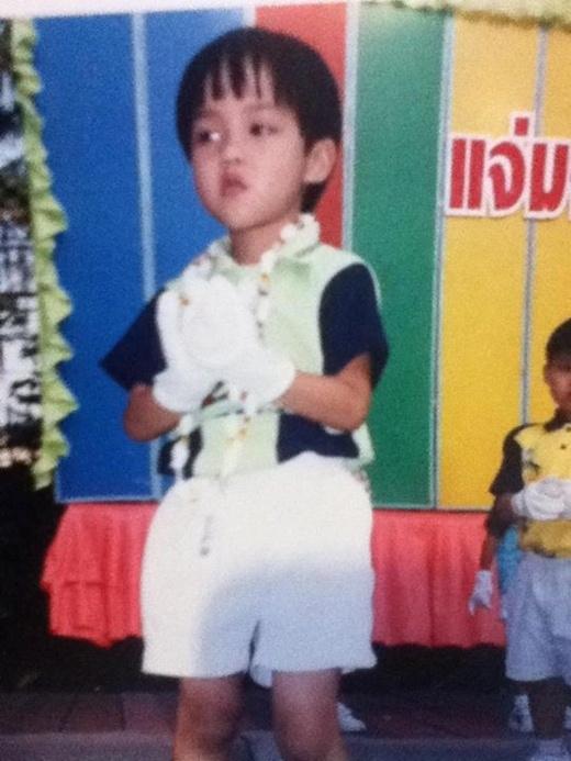 Yoshi ngày thơ bé với hình ảnh một cậu bé dễ thương