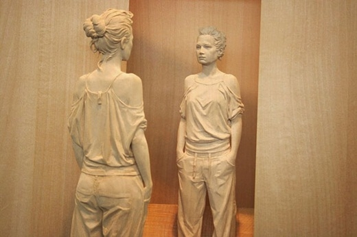 Kinh ngạc những bức tượng điêu khắc bằng gỗ thật đến từng mi li mét