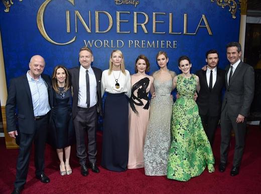 Các khách mời xuất hiện tại buổi công chiếu toàn cầu của bộ phim Cinderella tại Nhà hát El Capitan, Los Angeles.