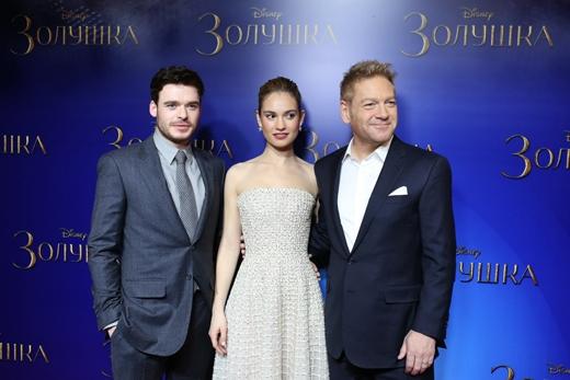 Hai diễn viên chính và đạo diễn bộ phim có mặt tại buổi công chiếu ở Moscow, Nga.