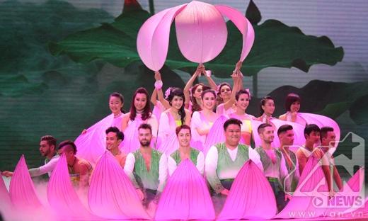 Phần mở màn đầy ấn tượng của các thí sinh dành tặng cho khán giả truyền hình - Tin sao Viet - Tin tuc sao Viet - Scandal sao Viet - Tin tuc cua Sao - Tin cua Sao