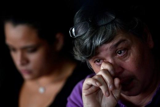 """Chồng của cô Jacquita Gonzales, anh Patrick Gomes, là giám sát viên của chuyến bay MH370. """"Đây là nỗi mất mát to lớn trong cuộc đời chúng tôi"""", góa phụ 52 tuổi nói trong dòng nước mắt. Ảnh: Malaysia Insider"""