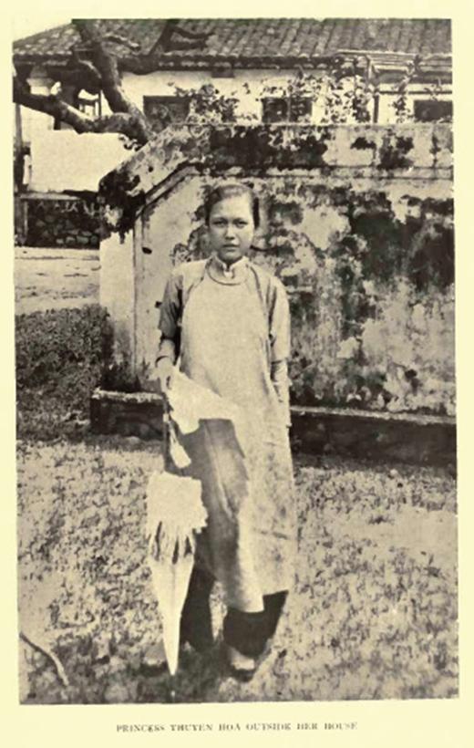 Công chúa Thuyên Hoa, em gái vua Thành Thái có vẻ đẹp hiện đại.