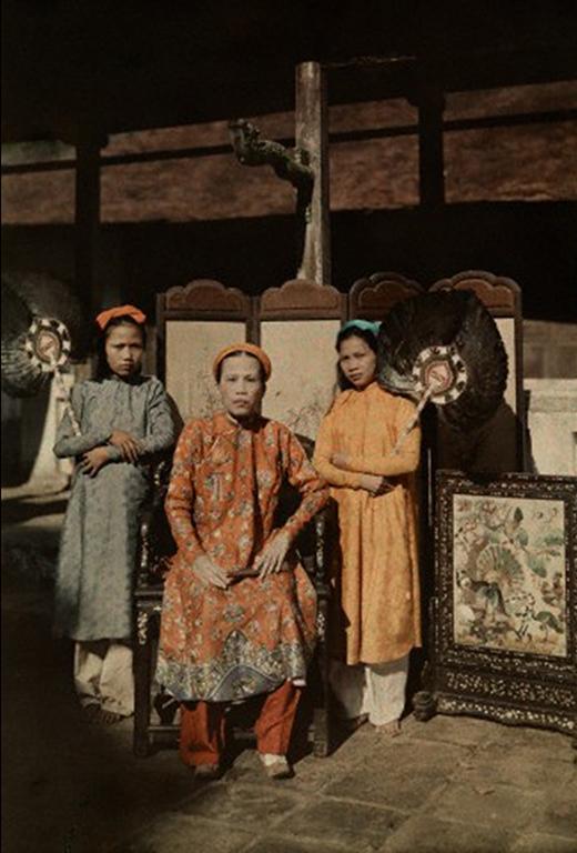 Công chúa Mỹ Lương, Trưởng nữ của vua Dục Đức, chị cả của vua Thành Thái (ảnh: W. Robert Moore/National Geographic Society/Corbis).