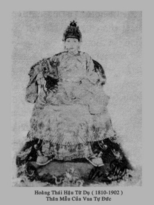 Hoàng thái hậu Từ Dụ, mẹ vua Tự Đức có nét đẹp rất hiền từ. Bà rất thương dân. Do trong dân gian thường gọi nhầm là Từ Dũ nên tên Từ Dũ sau này cũng vì thế được đặt cho bệnh viện phụ sản lớn nhất Sài Gòn từ trước năm 1975 cho đến nay.