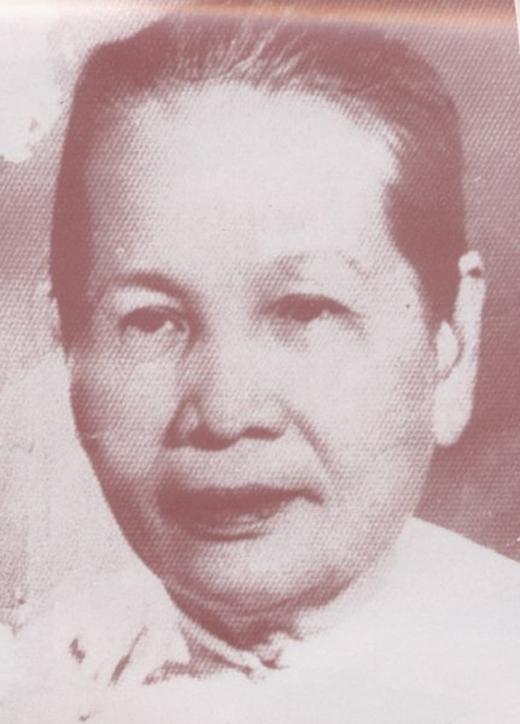 Bà Nguyễn Thị Định, là thứ phi của vua Thành Thái, mẹ vua Duy Tân. Đây là ảnh chụp khi bà đã lớn tuổi nhưng nét đẹp một thời vẫn còn trên khuôn mặt.