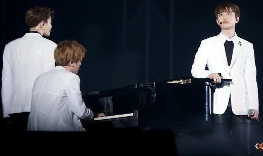 Kai và Tao buộc phải ngưng biểu diễu trong concert do chấn thương