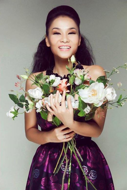 Thu Minh: 'Mùng 8-3,Minh ra thăm vườn chọn nhiều bông hoa xinh tươi tặng toàn thể các Bác,Cô,Chị,Em Phụ Nữ...la la la. Women are the real architects of society. HAPPY WOMEN'S DAY....' - Tin sao Viet - Tin tuc sao Viet - Scandal sao Viet - Tin tuc cua Sao - Tin cua Sao