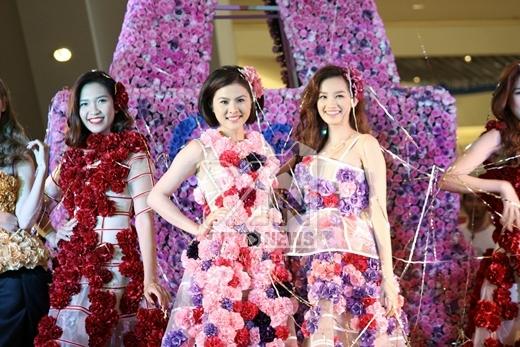 Hai nàng hoa chính của bộ sưu tập Hương ngàn hoa.