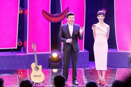 Chí Tài ôm guitar hát tặng Xuân Lan nhân ngày 8/3 - Tin sao Viet - Tin tuc sao Viet - Scandal sao Viet - Tin tuc cua Sao - Tin cua Sao