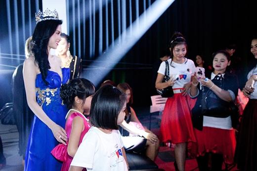 Cô còn được các khán giả ở Thái Lan yêu thích, mến mộ.