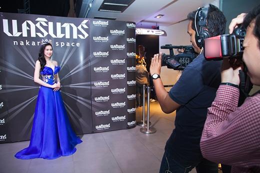 Sự xuất hiện của Thu Vũ được báo chí Thái Lan cũng như khán giả hâm mộ tại đây đón nhận nồng nhiệt.