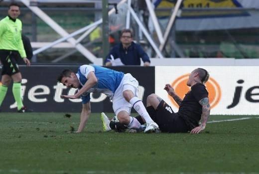 Sốc: Cầu thủ Roma đạp gãy đôi chân sao trẻ Juventus