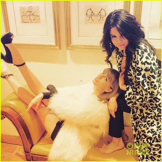 Taylor và Selena cực kì thân thiết và đáng yêu