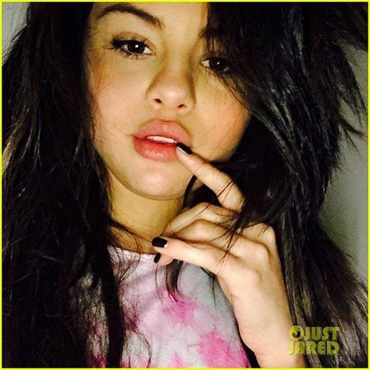 Selena tranh thủ tự sướng