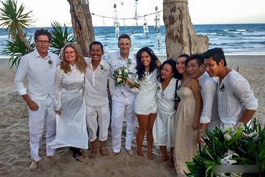 Tất cả đều được yêu cầu diện trang phục trắng để tạo nên sự hòa hợp và đẹp mắt cho ngày cưới. - Tin sao Viet - Tin tuc sao Viet - Scandal sao Viet - Tin tuc cua Sao - Tin cua Sao