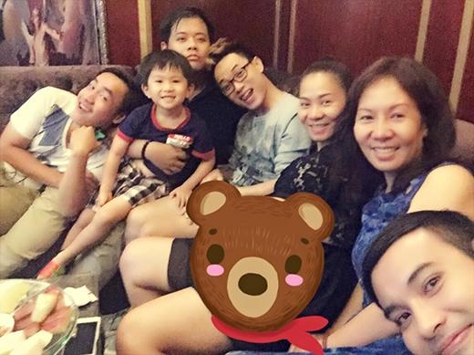 Thu Minh ngập tràn hạnh phúc trong vòng tay của đại gia đình mình cùng với cậu học trò Trúc Nhân. Vào những tháng mang thai cuối cùng, Thu Minh có vẻ ngày càng vui và rạng rỡ hơn trước.