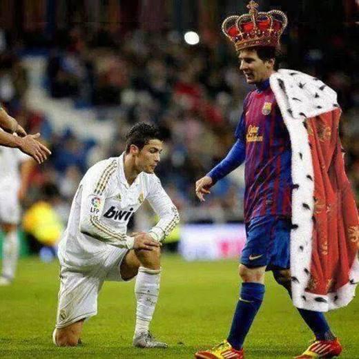 Kể từ đầu năm 2015, Ronaldo chỉ mới ghi 7 bàn cùng 3 đường kiến tạo và tỏ ra quá lép vế so với 18 bàn, 11 đường kiến tạo của Messi. Dường như chính Ronaldo cũng phải thán phục phong độ tuyệt vời của đối thủ không đội trời chung.