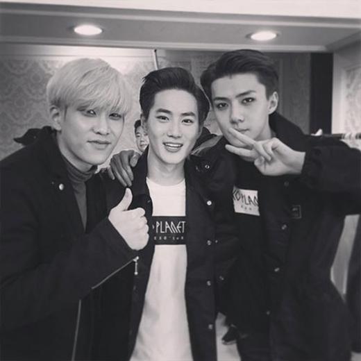 Sehun khoe hình hậu trường trong concert của EXO