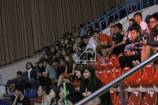 Khán giả bỏ về giữa chừng làm ảnh hưởng đến việc ghi hình trực tiếp của chương trình.