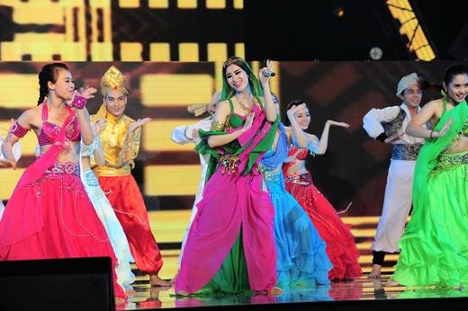Đông Nhi khoe vòng eo gợi cảm, biến hóa thành công chúa Ấn Độ - Tin sao Viet - Tin tuc sao Viet - Scandal sao Viet - Tin tuc cua Sao - Tin cua Sao