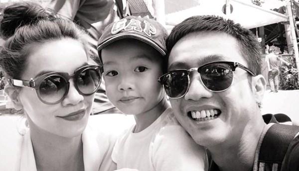 Doanh nhân Quốc Cường và Hồ Ngọc Hà dẫn con trai Su Beo đi chơi. Cả nhà rất hạnh phúc.