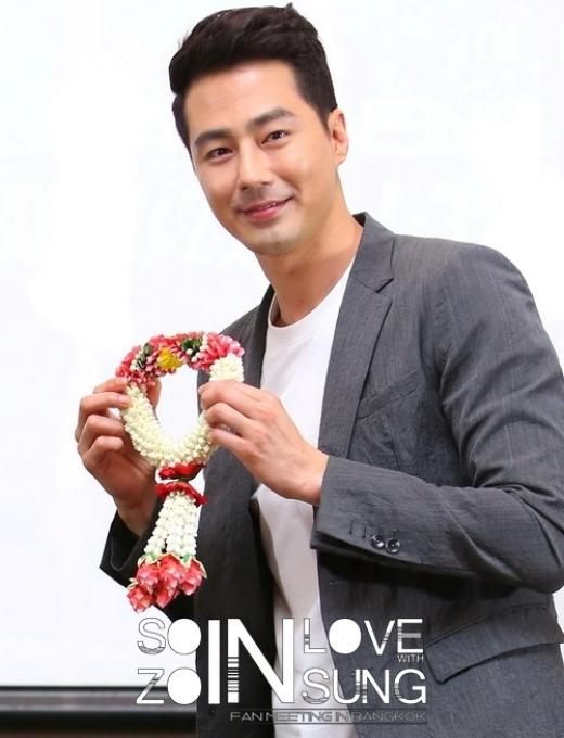 Jo In Sung nổi tiếng với vẻ đẹp vô cùng dịu dàng, nam diễn viên còn chứng tỏ bản thân rừng càng già càng cay khi làn da không hề xuất hiện dấu hiệu tuổi tác.
