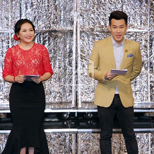 MC dẫn dắt chương trình là Quỳnh Hương và Hồ Trung Dũng. Cả hai đã mang đến những giây phút lắng đọng khi kể lại những câu chuyện buồn mà khán giả gửi về cho chương trình. - Tin sao Viet - Tin tuc sao Viet - Scandal sao Viet - Tin tuc cua Sao - Tin cua Sao