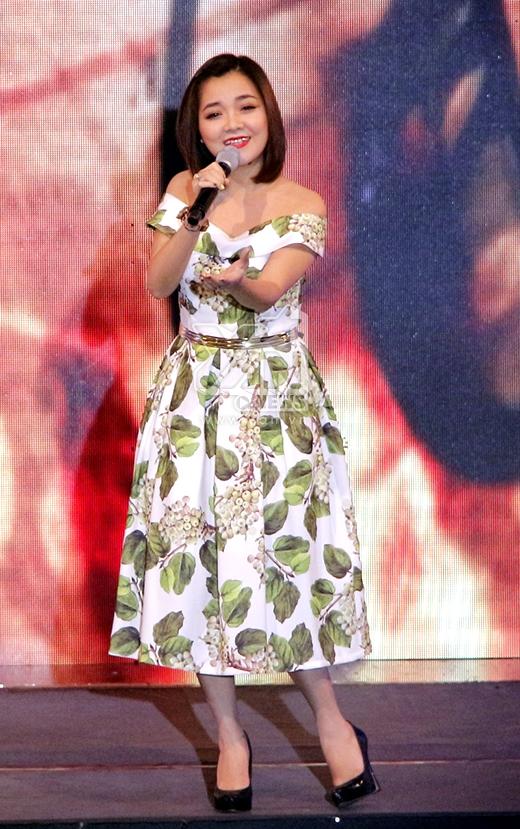 Cô mang đến một ca khúc của nhạc sĩ Nguyễn Hải Phong - Ba kể con nghe. - Tin sao Viet - Tin tuc sao Viet - Scandal sao Viet - Tin tuc cua Sao - Tin cua Sao