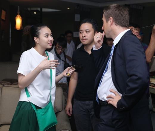 Đinh Ngọc Diệp còn là biên tập cho cuốn sách lấy cảm hứng từ bộ phim của Victor Vũ, cuốn sách có tên Hào quan: The Art of Scandal. - Tin sao Viet - Tin tuc sao Viet - Scandal sao Viet - Tin tuc cua Sao - Tin cua Sao