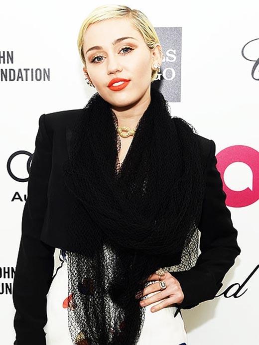 """Miley Cyrus """"nhá hàng"""" ca khúc mới khiến fan phấn khích"""