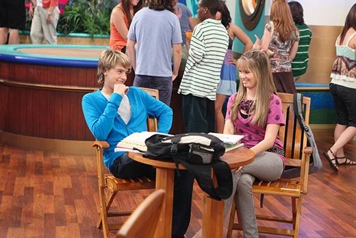 Debby trong bộ phim đình đám The suite life on deck cùng Cody Sprouse.