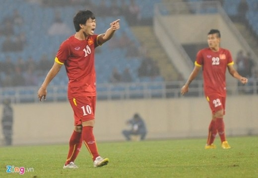 Dù đội nhà đang dẫn trước với tỷ số 1-0, nhưng việc các đồng đội không chịu chơi áp sát để phòng ngự từ xa đã khiến Công Phượng tức giận, phải hò hét ở những phút cuối trận.