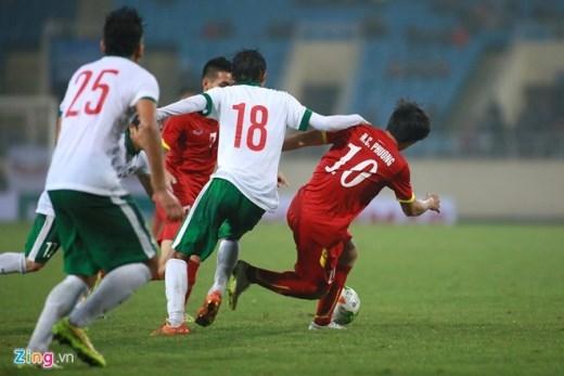 Ở trận đấu giao hữu quốc tế gặp đối thủ nhiều duyện nợ Olympic Indonesia, Công Phượng vào sân từ hiệp 2 và được chơi ở vị trí tiền đạo lùi sở trường.